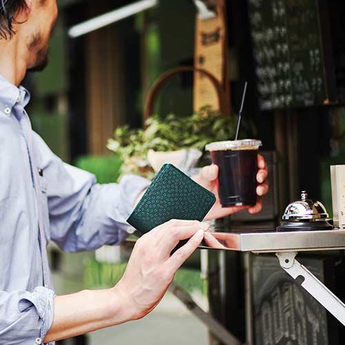 【JIZAING×INDEN】二つ折り財布 グリーン革/黒漆・とんぼ柄